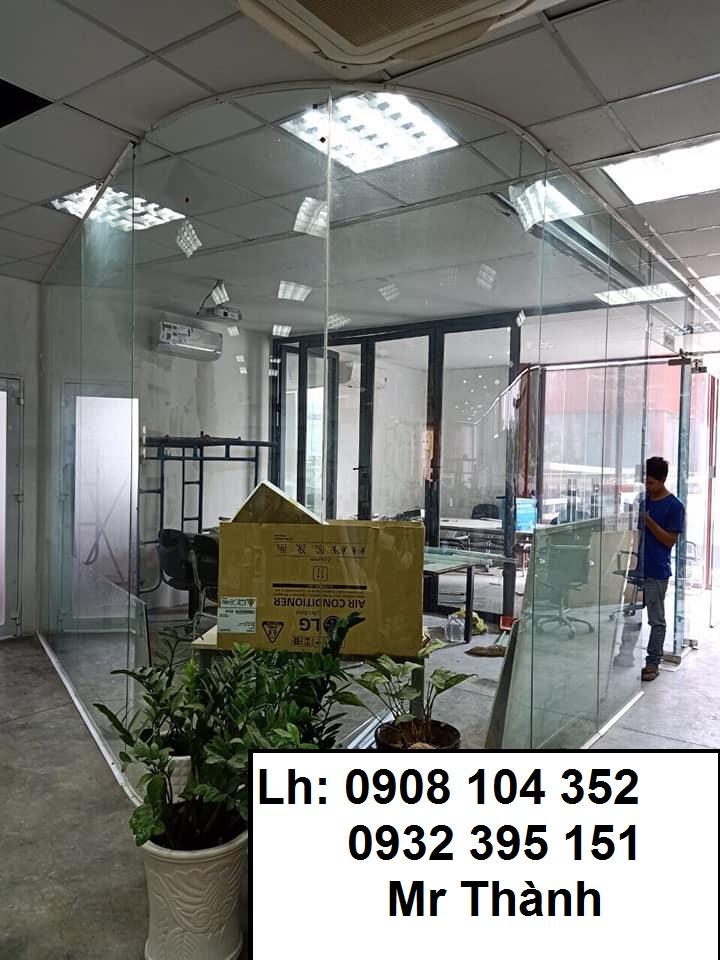 Thi công vách kính cong - Vách kính cường lực quận Tân Phú