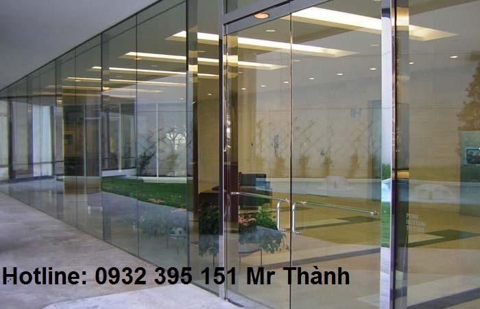 Lắp đặt vách kính cường lực quận Tân Phú