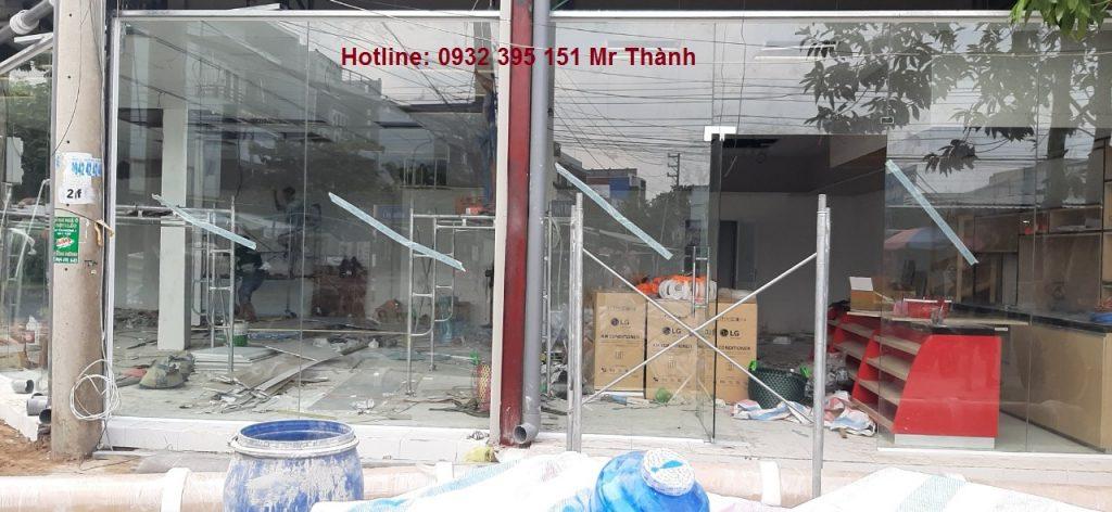 Thi công vách kính mặt dựng cường lực tại VinMart Quận Tân Phú