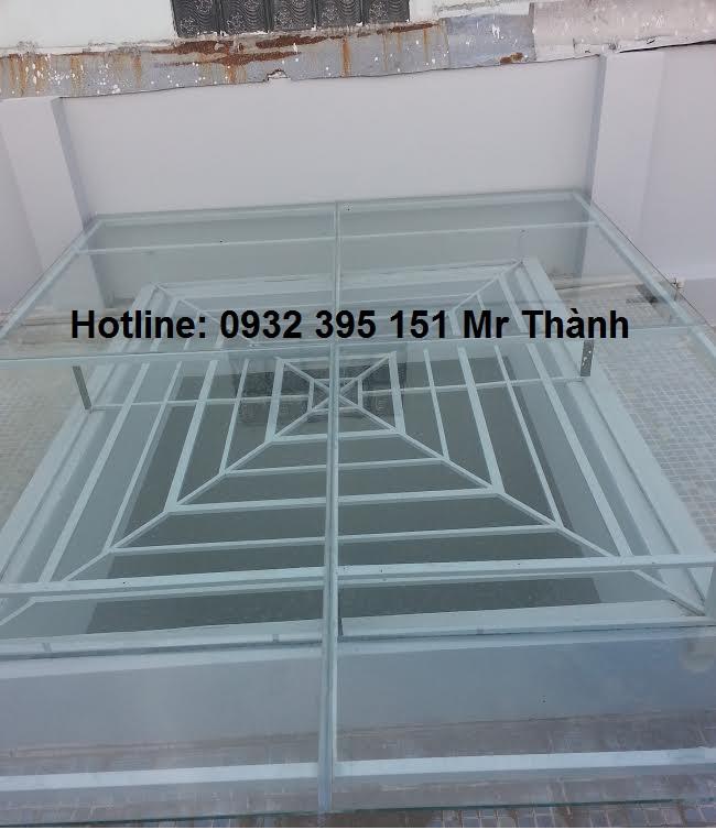 Thi công mái che giếng trời bằng kính cường lực quận Tân Phú
