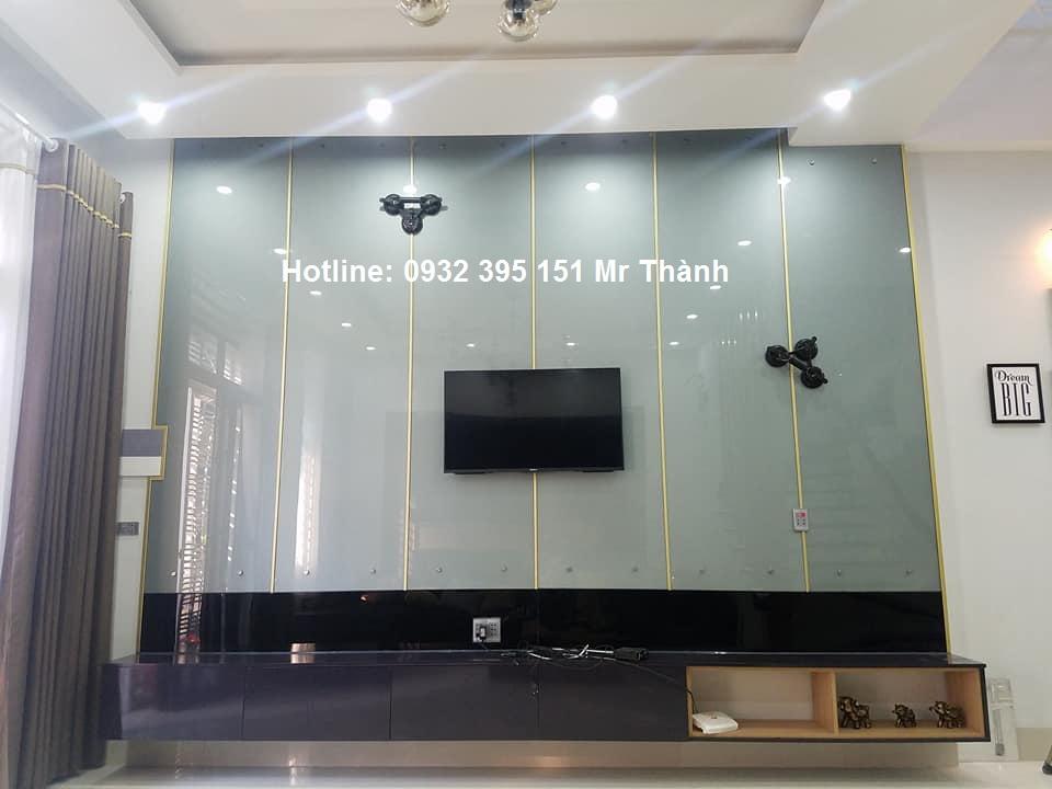 Thi công kính thủy ốp tường phòng tập quận Tân Bình
