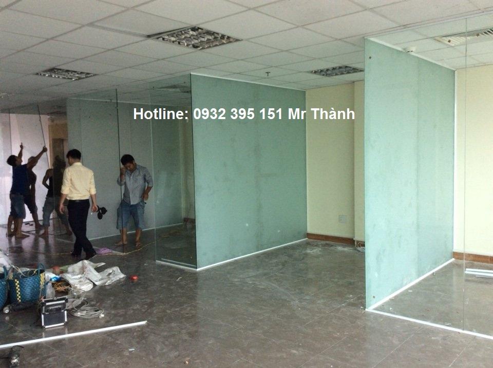 Thi công vach kinh cuong luc mờ tại văn phòng quận Tân Phú