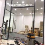 Lắp đặt cửa kính cường lực 10mm tại quận Tân Phú