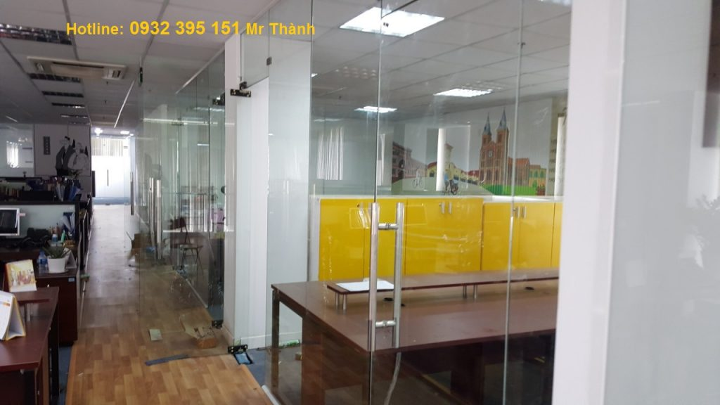 vách kính văn phòng 12ly